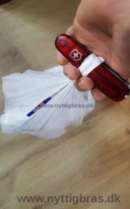 Lommekniven er god som aflastning, når man skal bære tunge poser i hånden